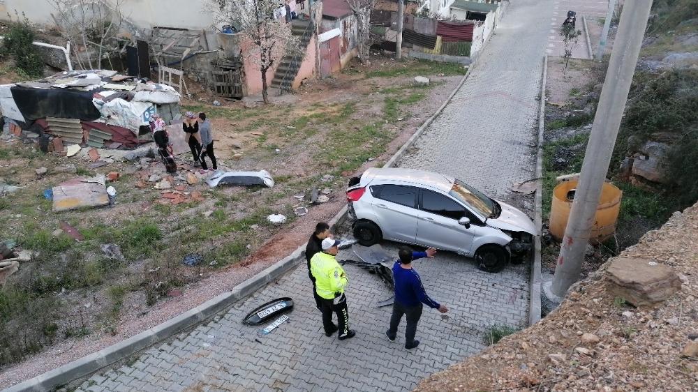 40 metrelik duvardan alt yola uçan sürücü kazayı ucuz atlattı
