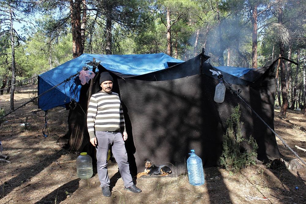 65 yıllık hayatının tamamını ormanda çadırda yaşayarak geçirdi
