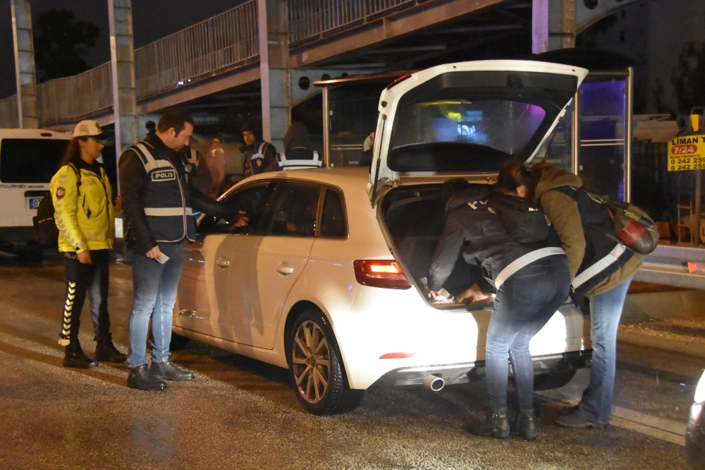 Antalya'da 93 araca 74 bin 946 TL para cezası