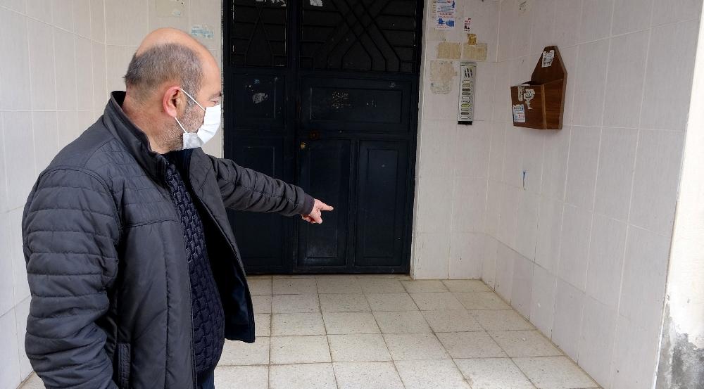 Apartman girişine terk edilen bebeği gören vatandaş olayı anlattı