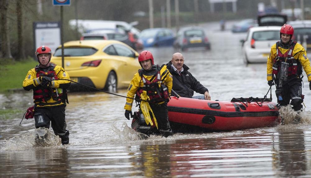 Avrupa'da Dennis Fırtınası etkisini sürdürüyor