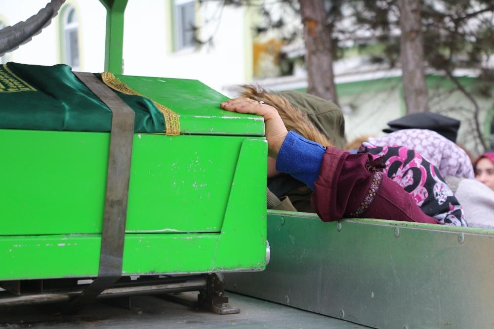 Babası tarafından öldürülen genç kız Çankırı'da toprağa verildi