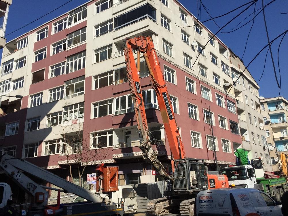 Bahçelievler'de ağır hasarlı binaların yıkımına başlandı
