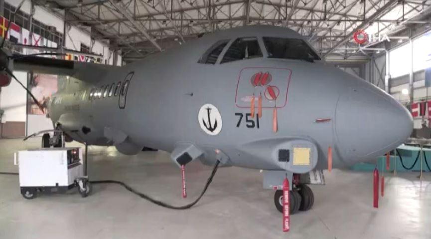 Bakan Akar'dan Deniz Kuvvetlerinin yeni uçağında inceleme
