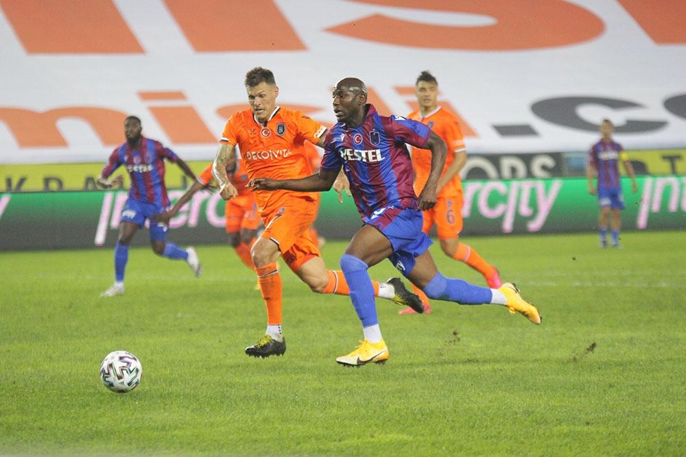 Başakşehir, Trabzonspor'u deplasmanda 2-0 yenerek ligdeki ilk galibiyetini aldı