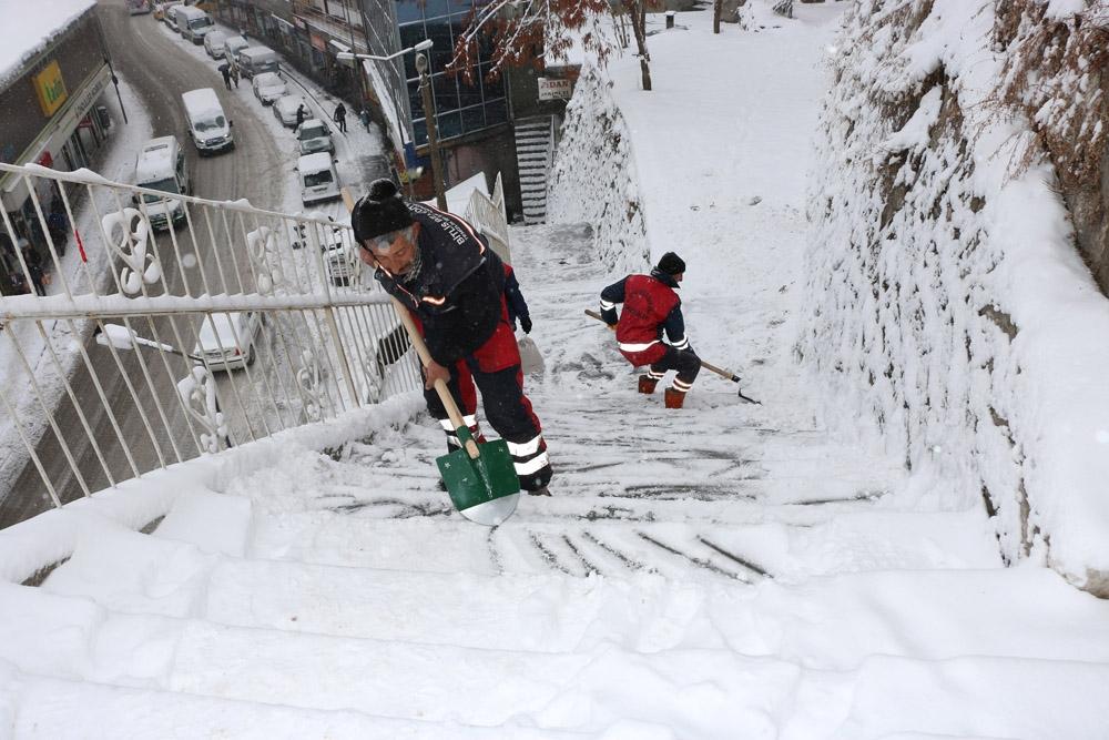 Bitlis'te 257 köy yolu ulaşıma kapandı