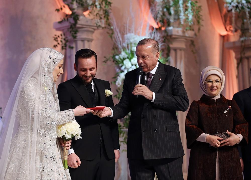 Cumhurbaşkanı Erdoğan, yeğeninin nikah şahitliğini yaptı