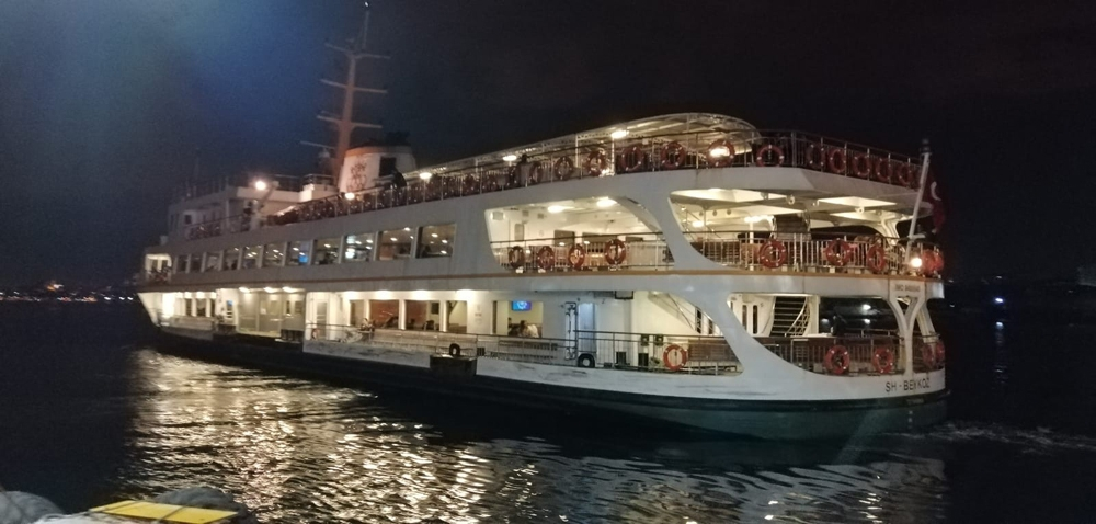 Denizde gece yolculuğu başladı