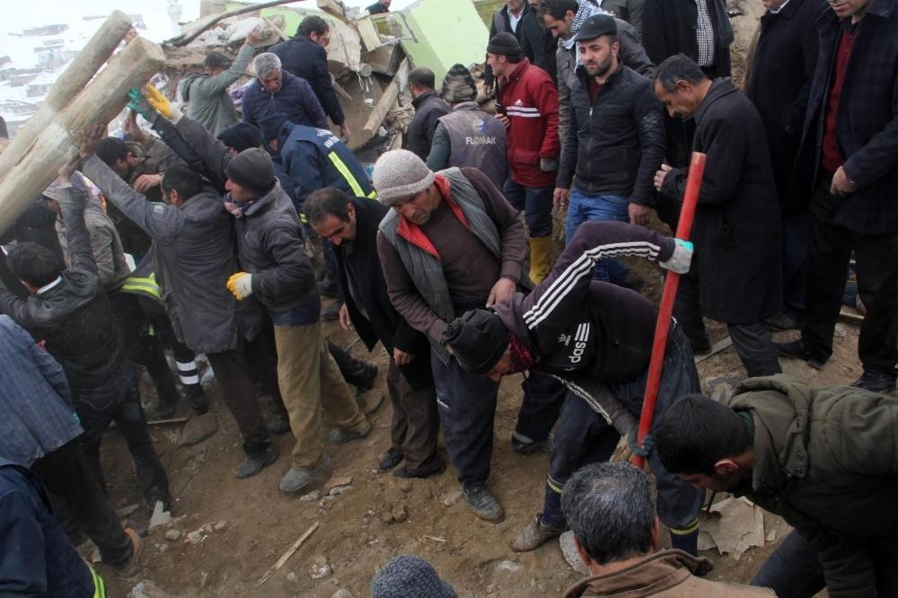 Depremde ölenlerin sayısı 9'a yükseldi