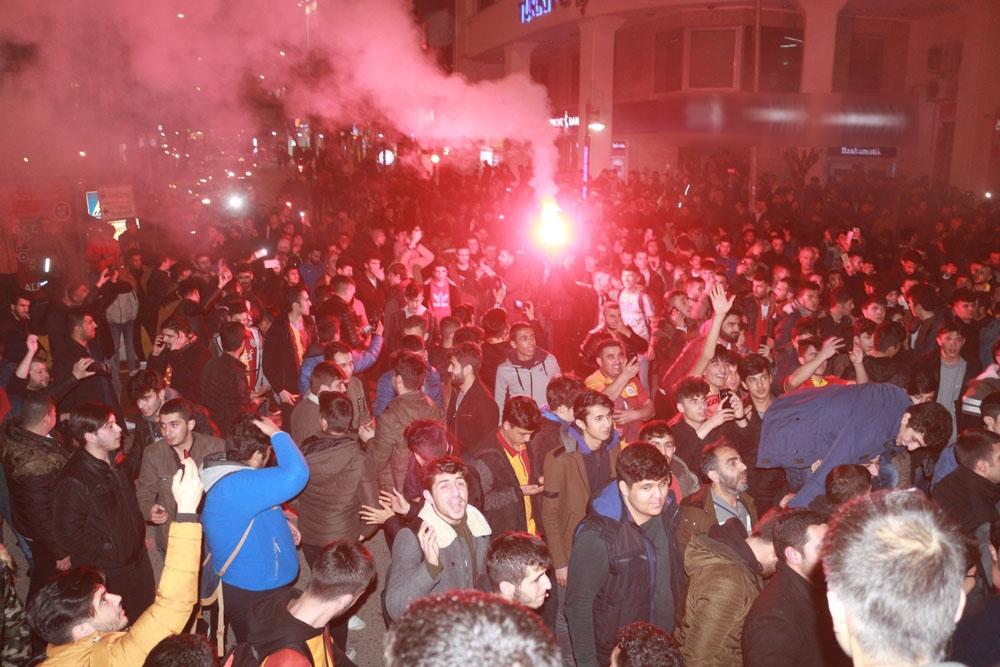 Derbi maçı sonrası Adıyaman'da ortalık karıştı
