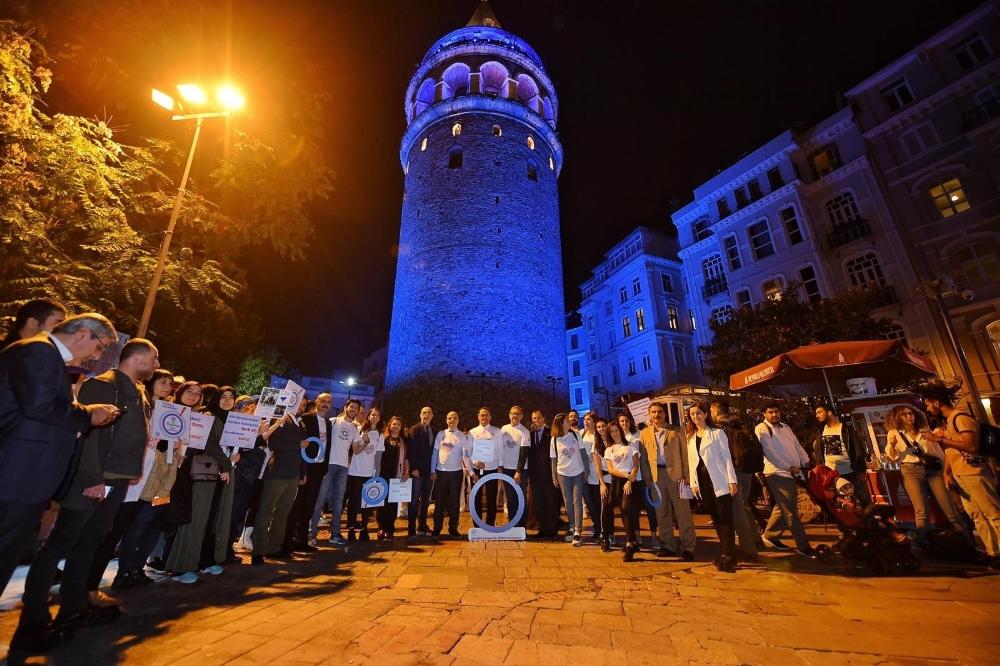 Diyabetliler İçin Galata Kulesi Mavi Renge Büründü