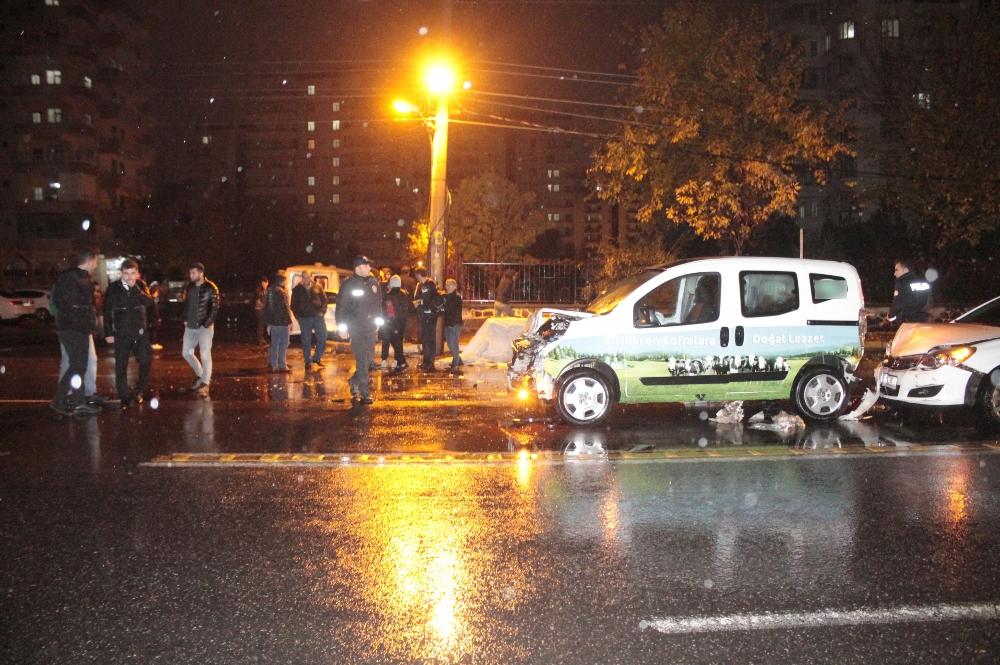 Diyarbakırda Sağanak Yağış Zincirleme Kazaya Neden Oldu: 5 Yaralı