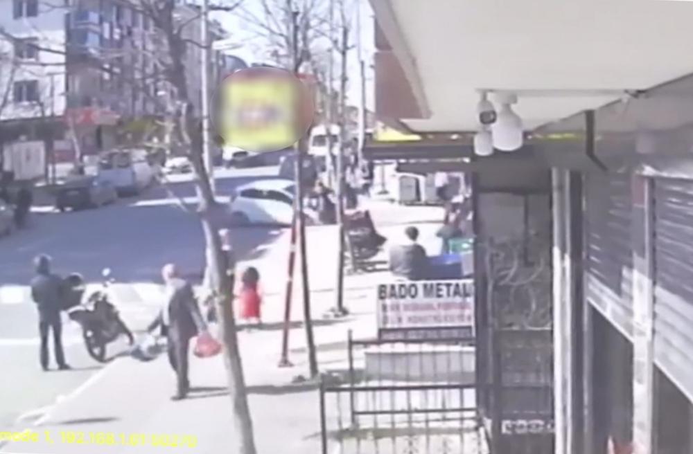 Drift yaparak sokağa girmeye çalıştı, yaşlı kadına böyle çarptı
