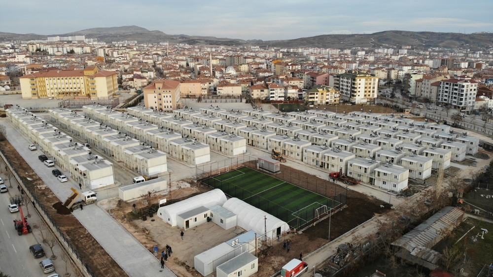 Elazığ'da, çift katlı konteyner evlerin anahtarları teslim edilmeye başlandı