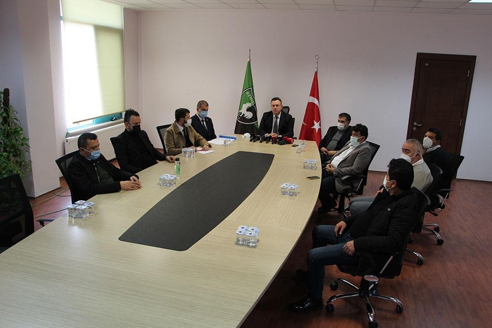 Eleştirilerin odağındaki Denizlispor'un yönetimi tam kadro açıklama yaptı