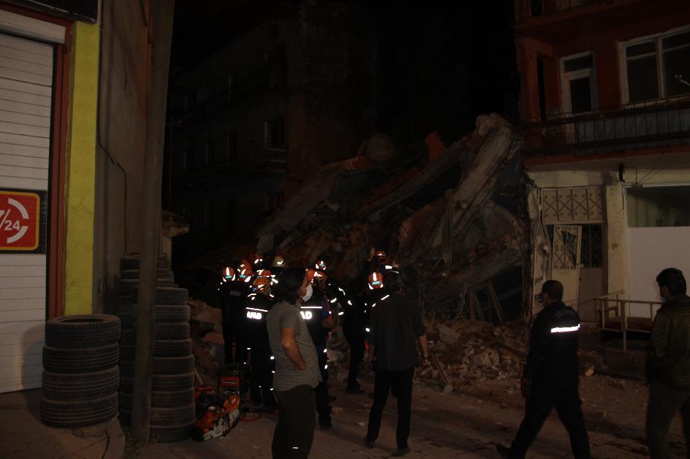 Erzurum'da 5 katlı metruk bina çöktü