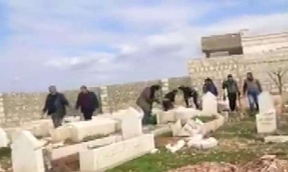 Esad rejimi yine mezarları yağmalıyor
