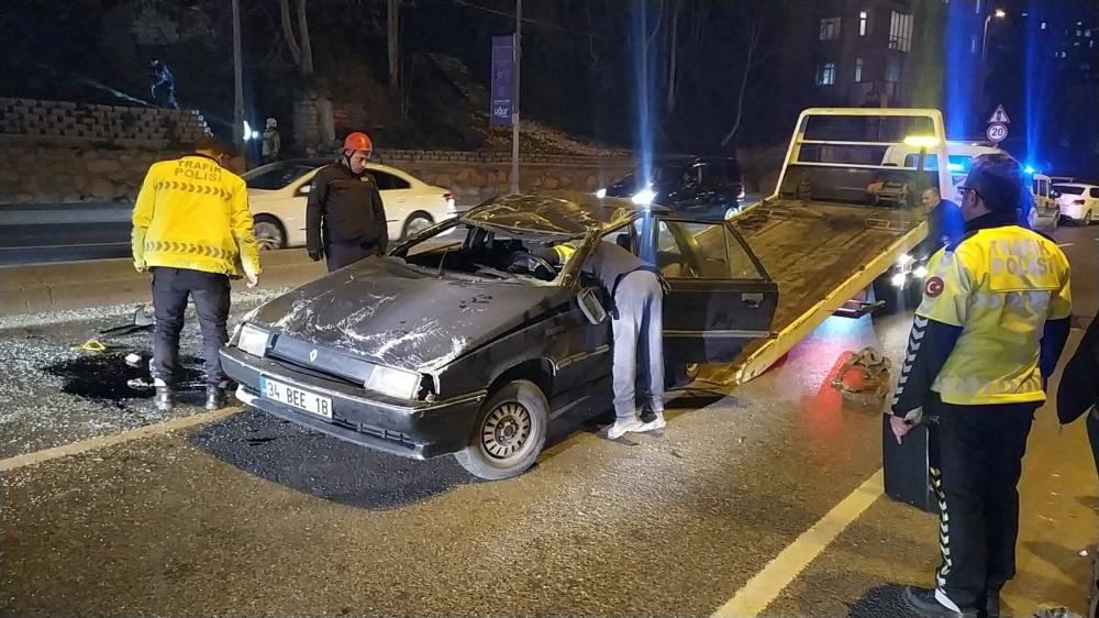 Eyüpsultan'da araç takla attı: 2 yaralı