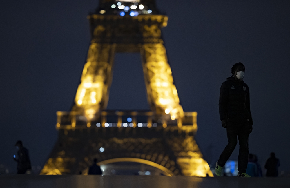 Fransa'da 8 büyükşehirde sokağa çıkma yasağı başladı