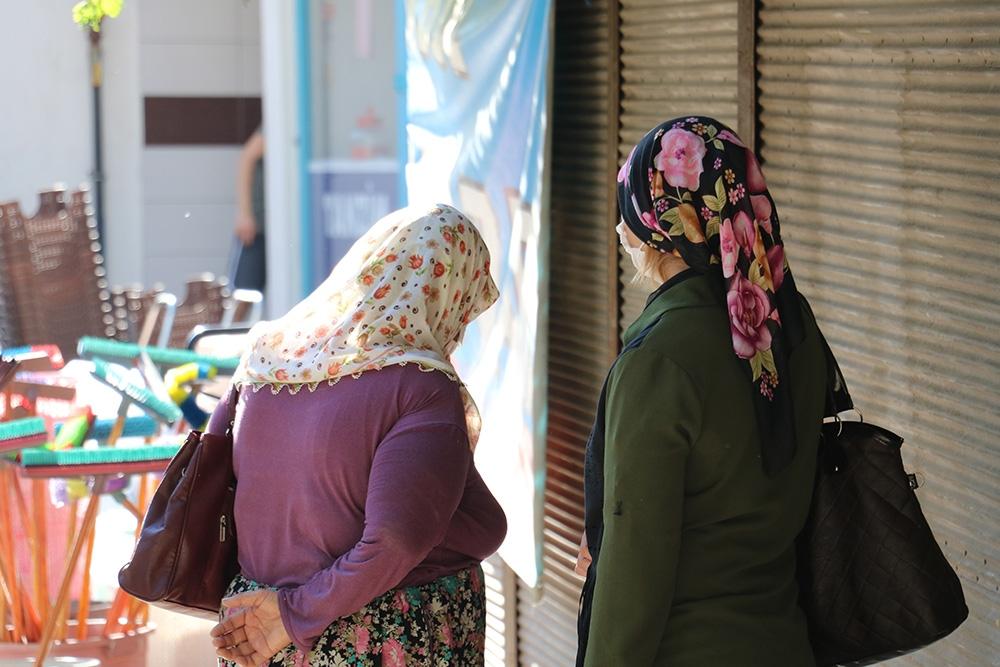 Hırsızlık yaparken yakalanan anne ile kızına 900 lira maske cezası