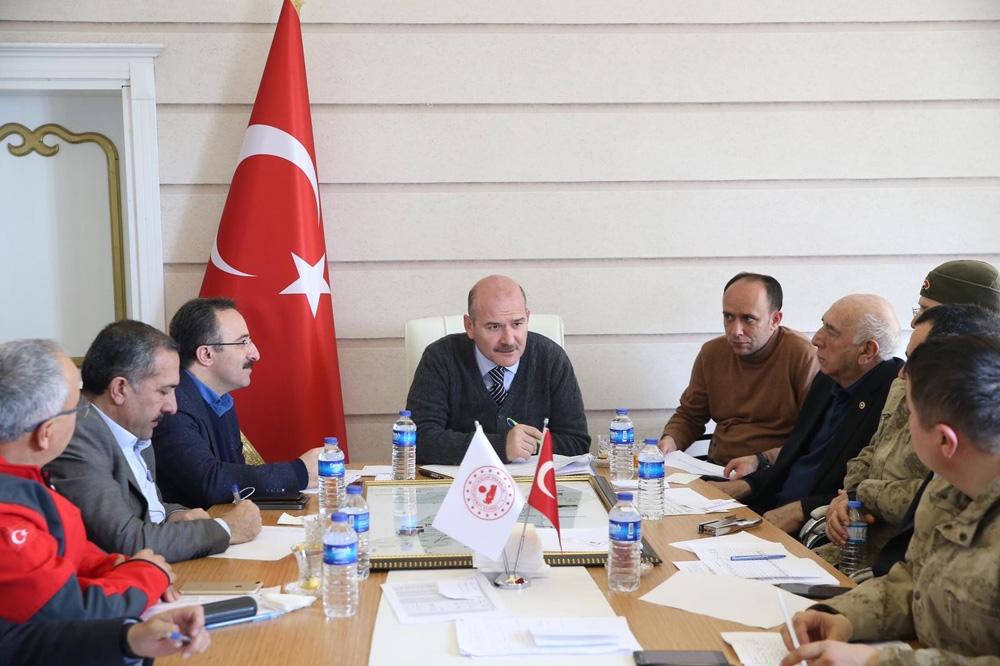 İçişleri Bakanı Soylu Deprem Kriz Merkezi'nde