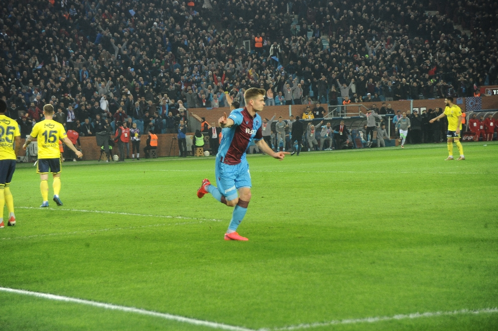 İlk yarıyı Trabzonspor üstün bitirdi