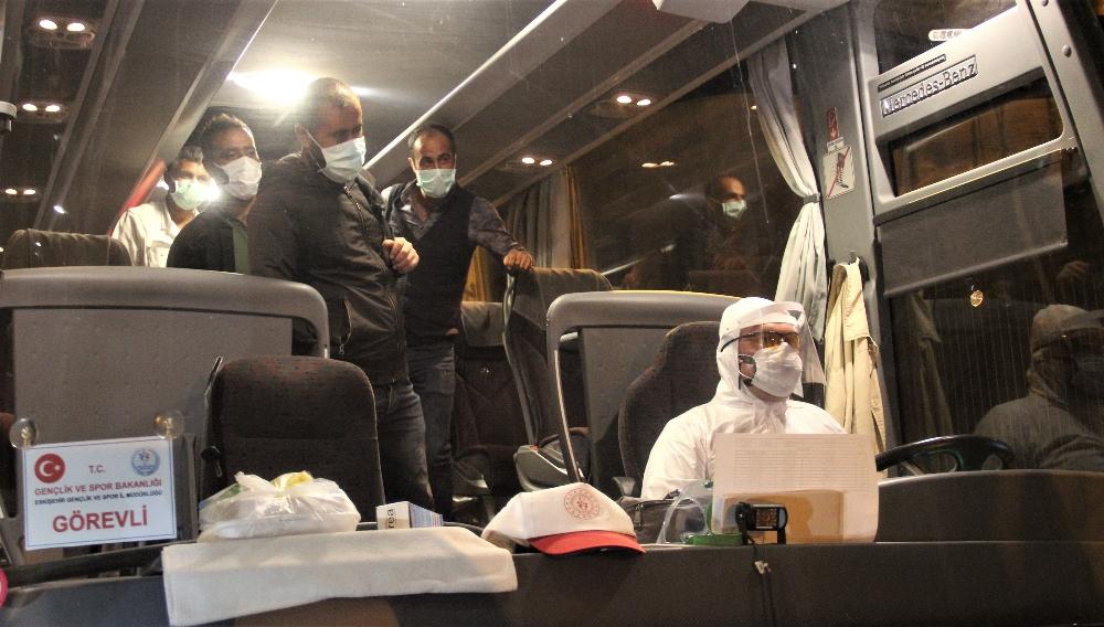Irak'tan getirilen 17 Türk vatandaşı Kütahya'daki yurtlara yerleştirildi
