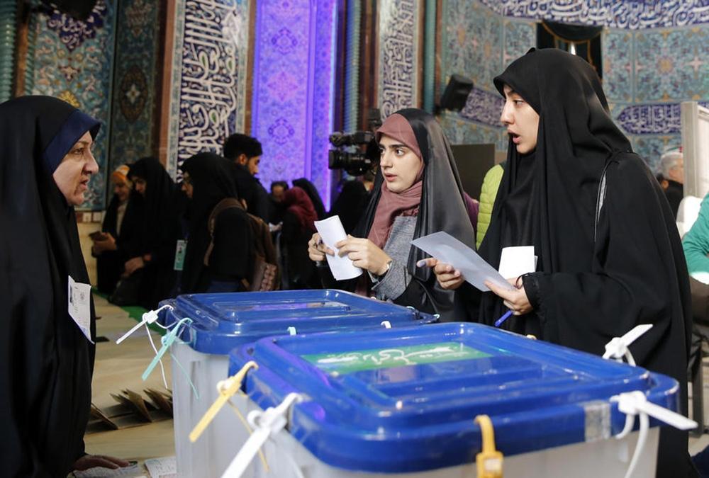 İran'daki meclis seçimlerinde muhafazakarlar önde