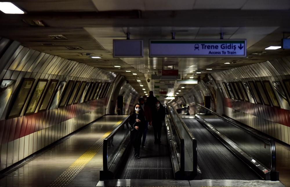 İstanbul metrolarında koronavirüs sessizliği