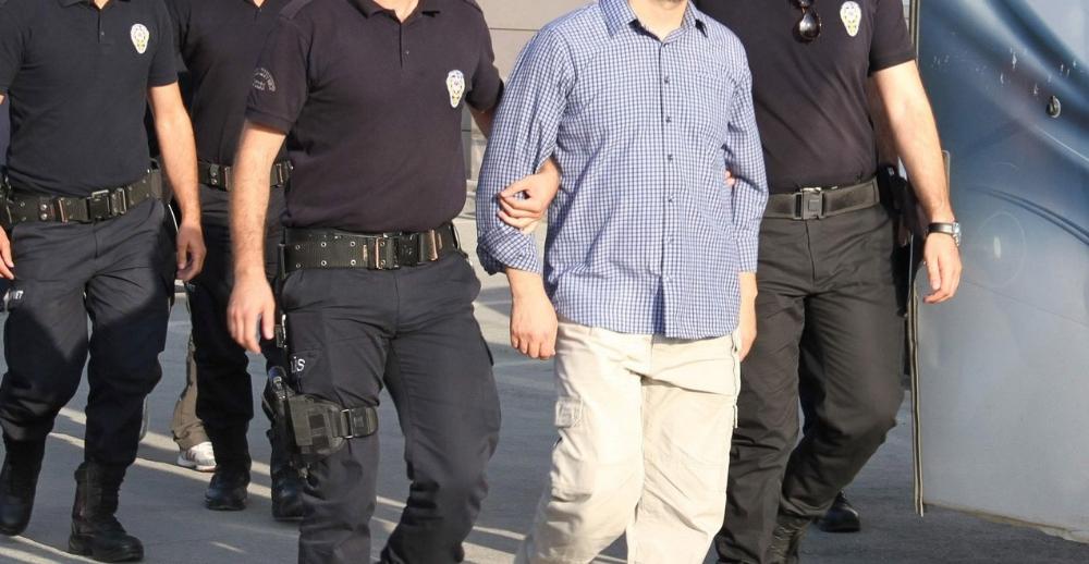 İzmir merkezli FETÖ operasyonunda 46 tutuklama