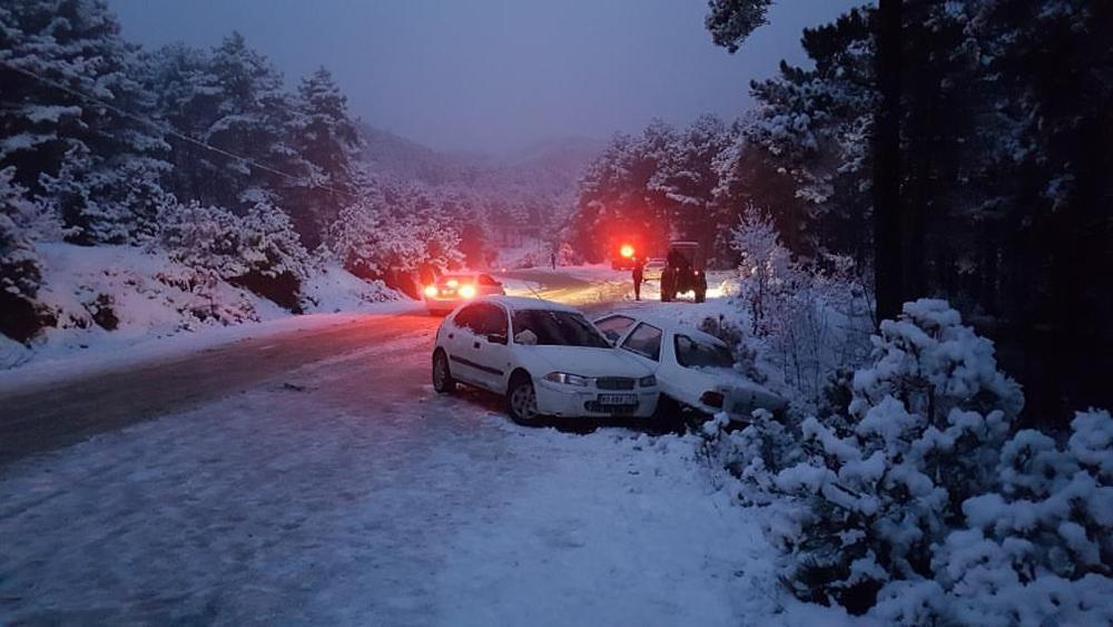 Kar görmeye gidip mahsur kalan vatandaşlar kurtarıldı