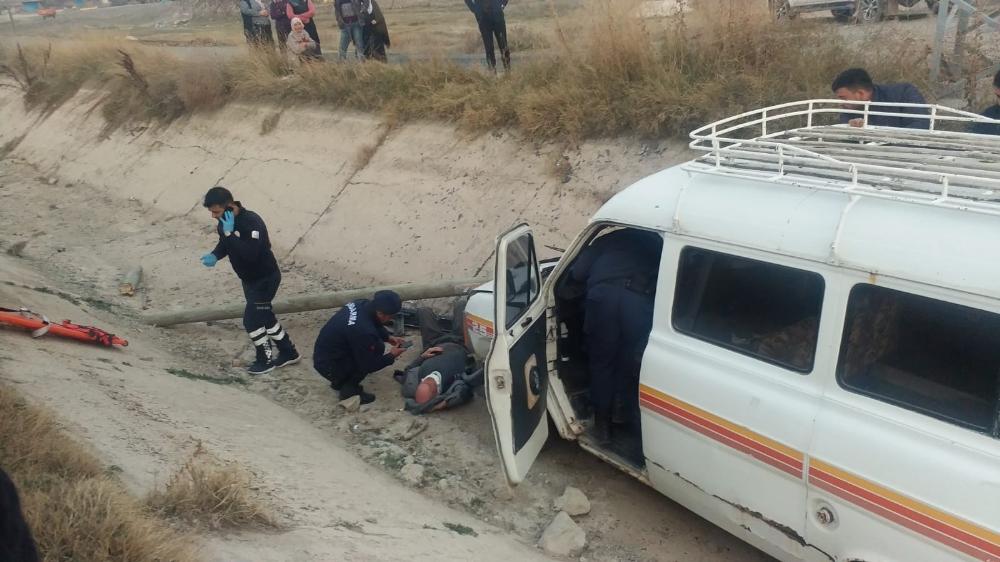 Kayseride Minibüs Kanala Düştü: 3 Yaralı