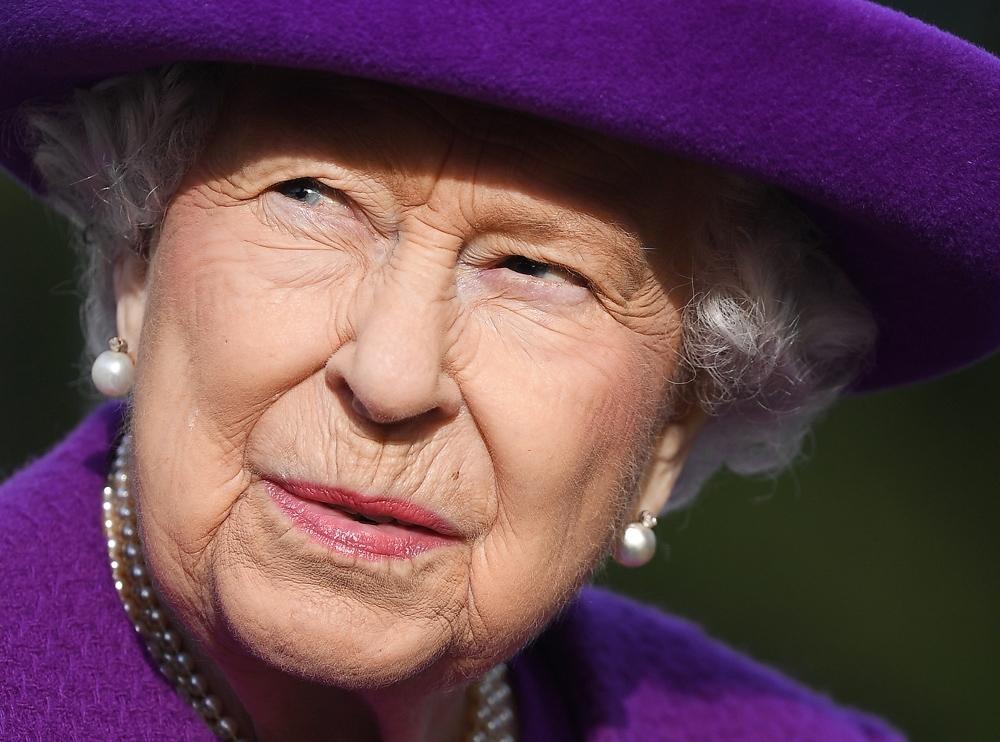 Kraliçe Elizabeth, Boris Johnson ile görüştü
