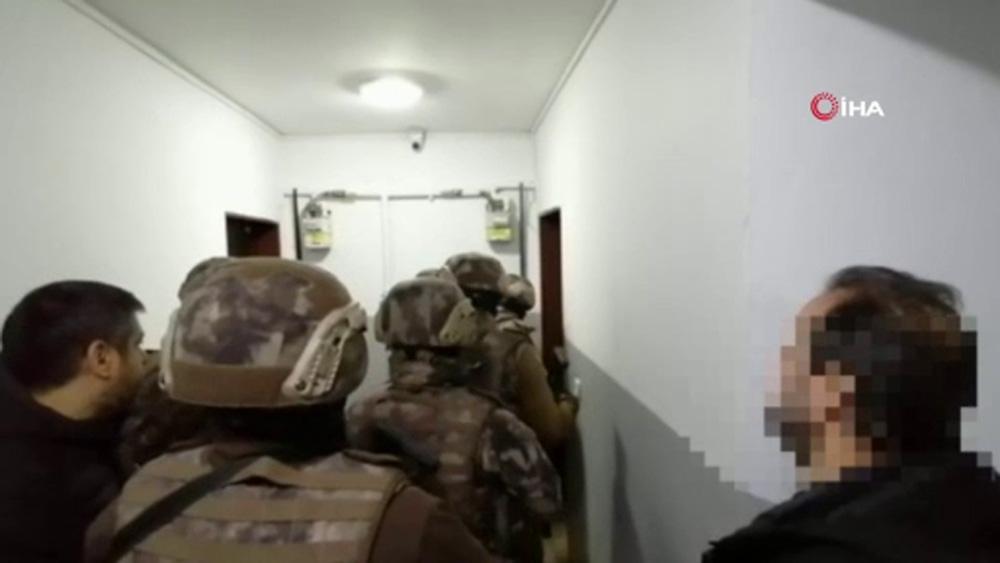 Mafya lideri ve adamlarına yapılan operasyon kamerada