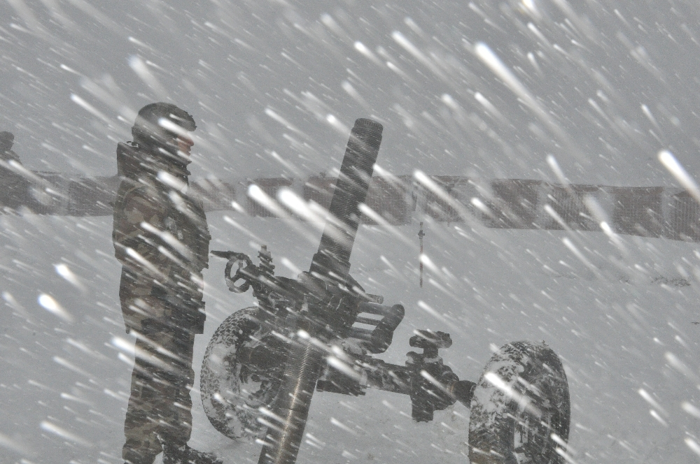 Mehmetçik Çetin Kış Şartlarına Rağmen Vatan Nöbetini Sürdürüyor