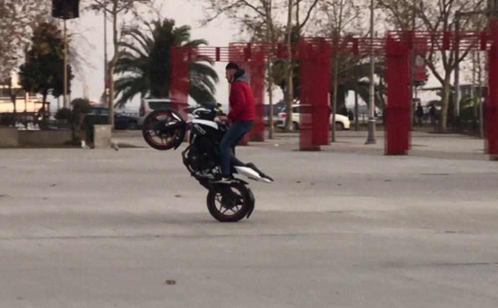 Motosikletli magandalar faciaya davetiye çıkardı