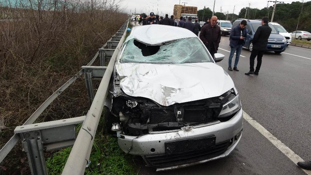 Otomobil 2 bisikletliye birden çarptı: 1 ölü, 2 yaralı