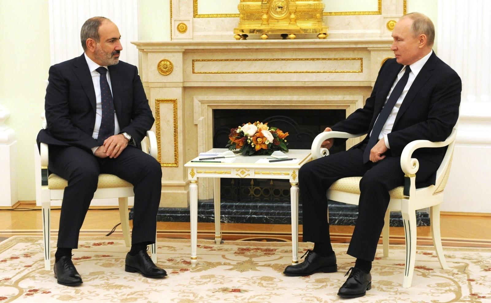 Putin ve Paşinyan, Dağlık Karabağ'ı görüştü
