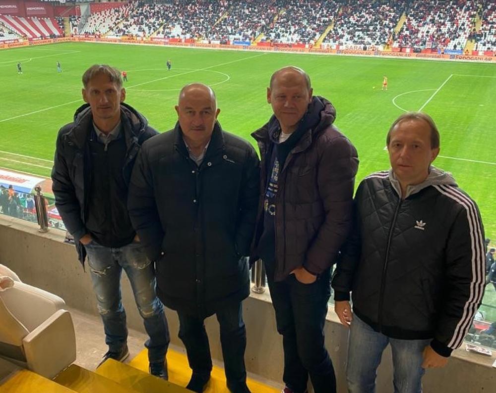 Rusya Milli Takım Teknik Direktörü Çerçesov, Antalyaspor - Kasımpaşa maçını izledi