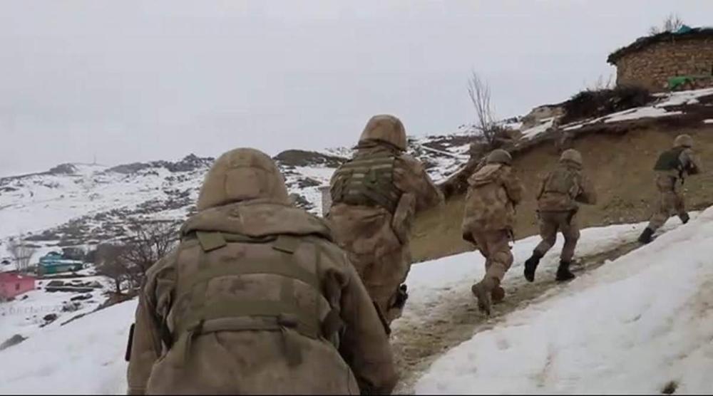 Siirt'te terör örgütü PKK'ya yardım eden 8 kişi gözaltına alındı
