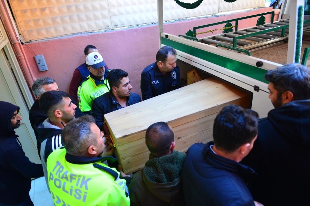 Silahını Temizlerken Kendi Vuran Polisin Cenazesi Alındı