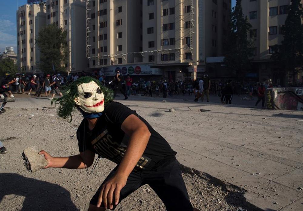 Şilide Göstericiler Arjantin Büyükelçisinin Evine Saldırdı