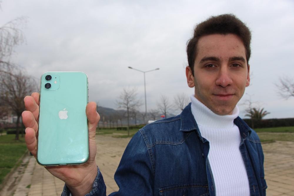 Siri'nin açığını buldu, 3 bin dolar ile ödüllendirildi