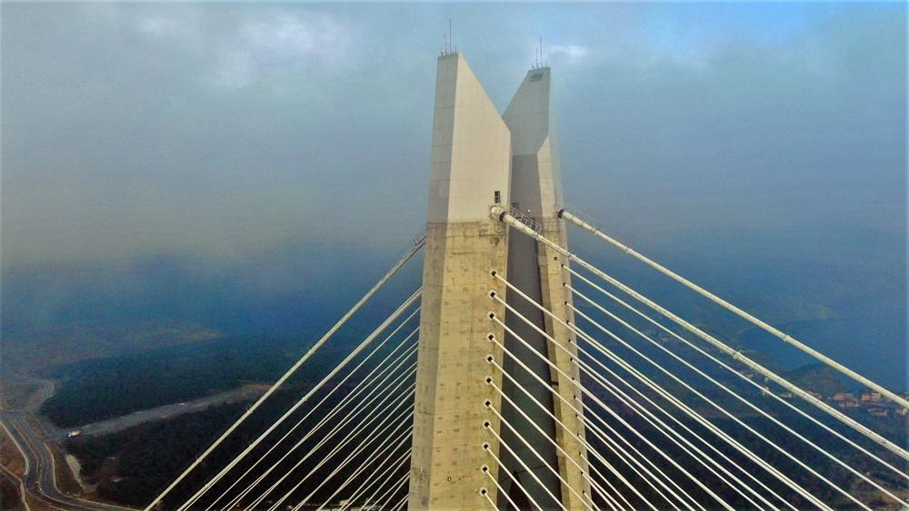 Sis içinde yükselen Yavuz Sultan Selim Köprüsü hayran bıraktı