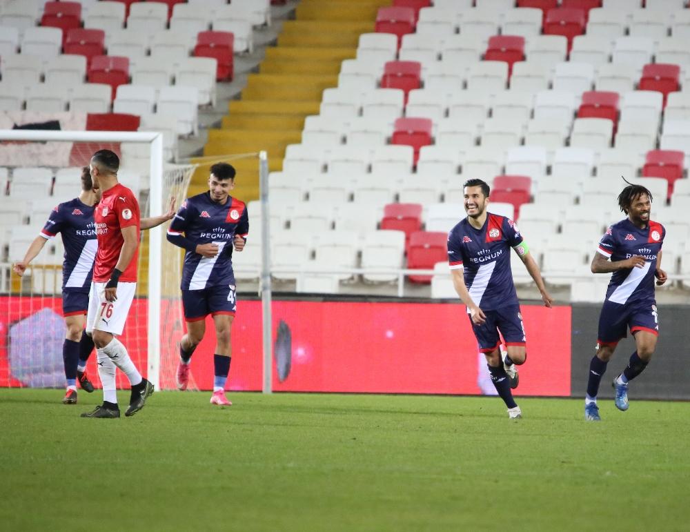 Sivasspor, Antalyaspor'a 1-0 mağlup olarak çeyrek finalde kupaya veda etti