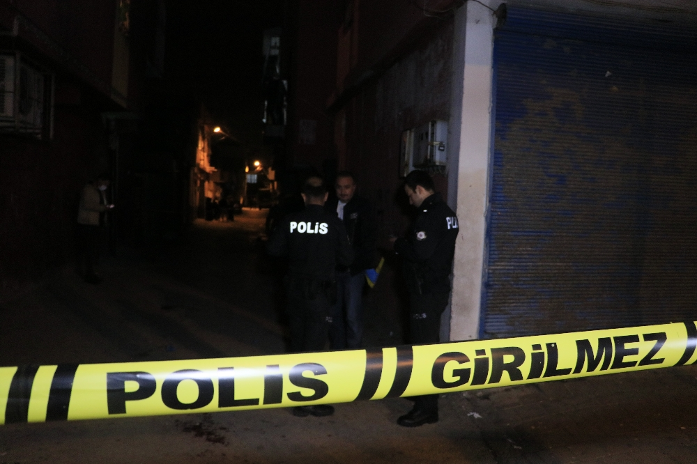 Sokak ortasında pompalı tüfekle saldırı: 1'i ağır 2 yaralı