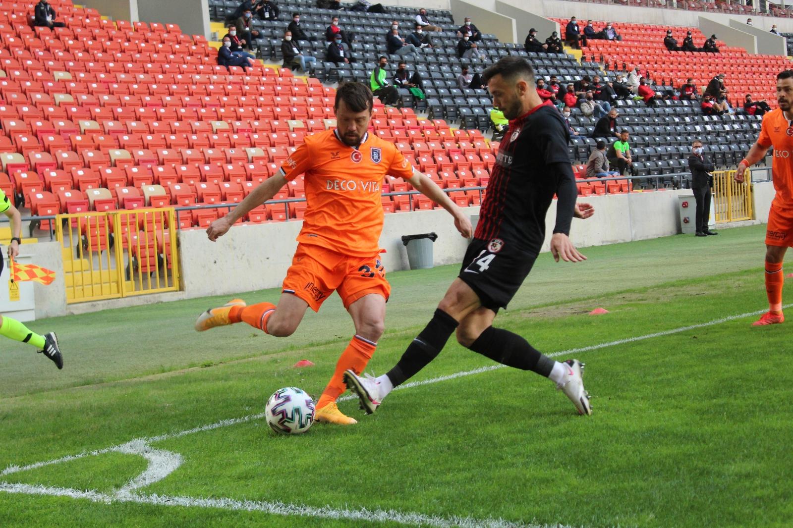 Süper Lig: Gaziantep FK: 1 - Medipol Başakşehir: 0 (İlk yarı)