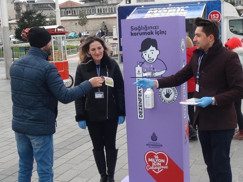 Taksim'de korona virüs bilgilendirme çalışması