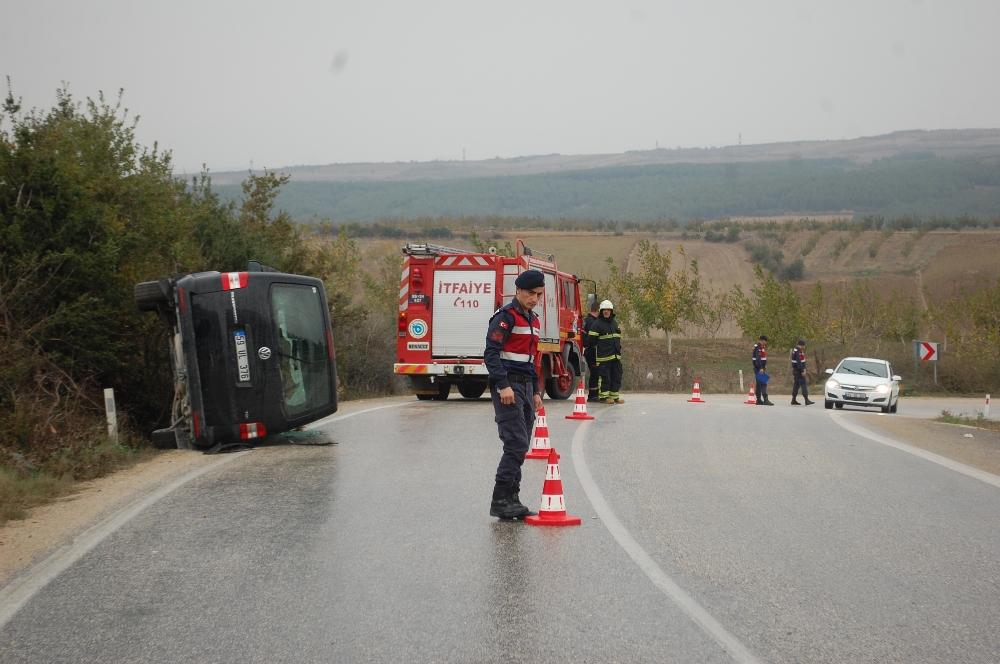 Tekirdağda Minibüs Devrildi: 5 Yaralı