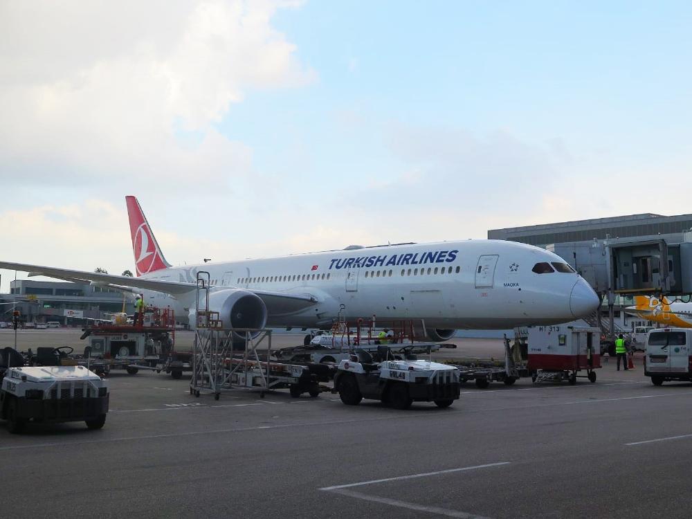 Türk Hava Yolları uçakları Singapur'da dezenfekte ediliyor